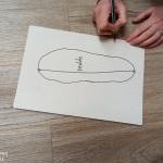 3. Die längste Strecke von der Ferse zu den Zehen einzeichen und nach messen.
